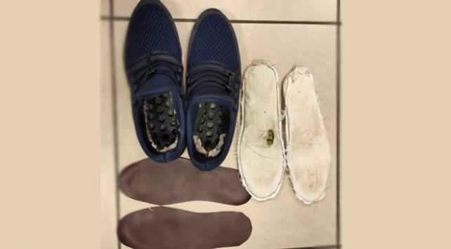 Ayakkabısının içine uyuşturucu saklayan zanlı tutuklandı