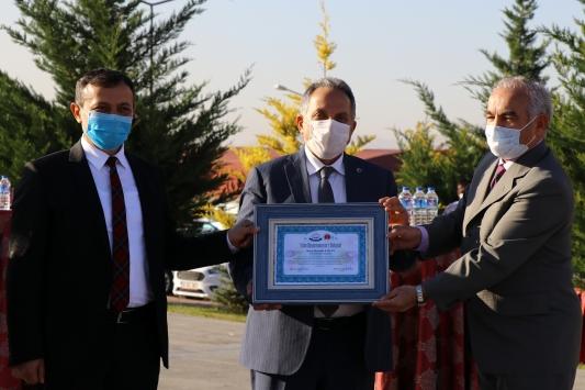 """Kayseride Talas Belediye Başkanı Yalçına """"yılın hayvanseveri beratı"""" verildi"""