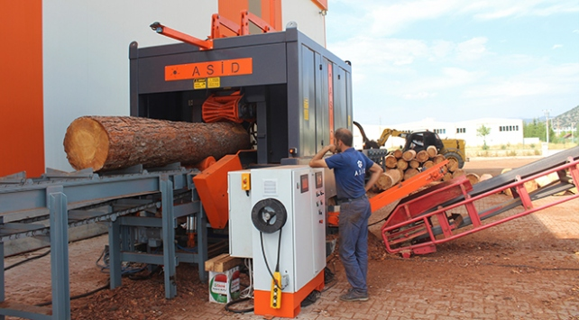Makine ustaları 10 orman işçisinin yapacağı işi tek makineye sığdırdı