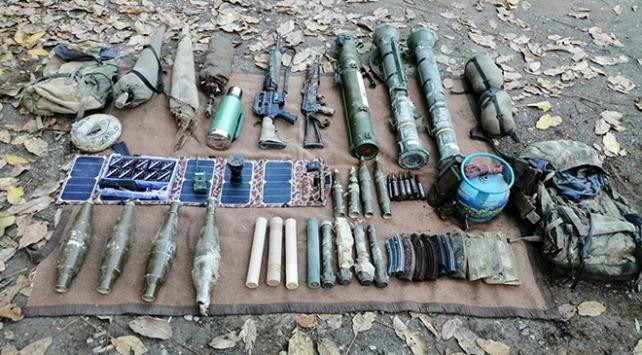 Hakkaride 5 sığınakta çok sayıda silah ve mühimmat ele geçirildi