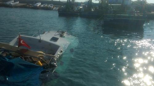Yumurtalık'da batan balıkçı teknesindeki 6 kişi kurtarıldı
