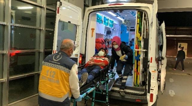 Adıyamanda otomobil ineğe çarptı: 5 yaralı