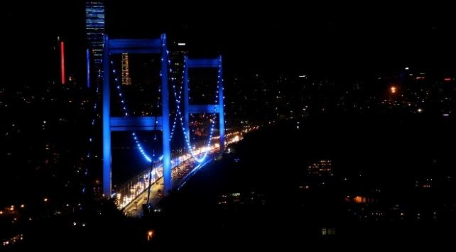 İstanbuldaki köprüler diyabet için aydınlatıldı
