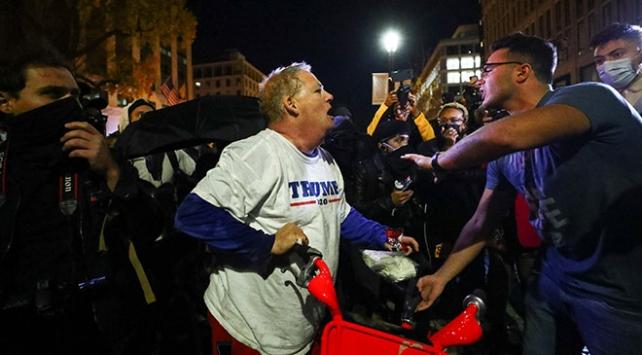 Washingtonda karşıt gruplar arasında arbede yaşandı