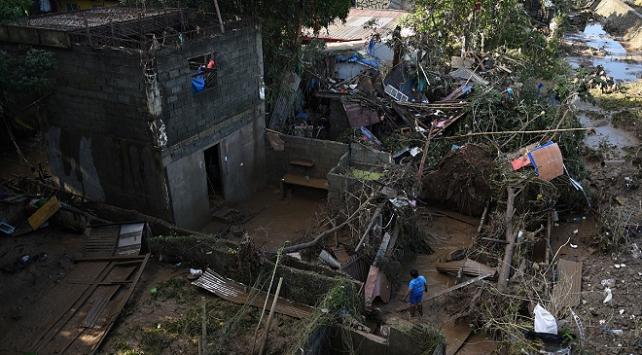 Filipinleri vuran Vamco tayfunu, Vietnama ilerliyor