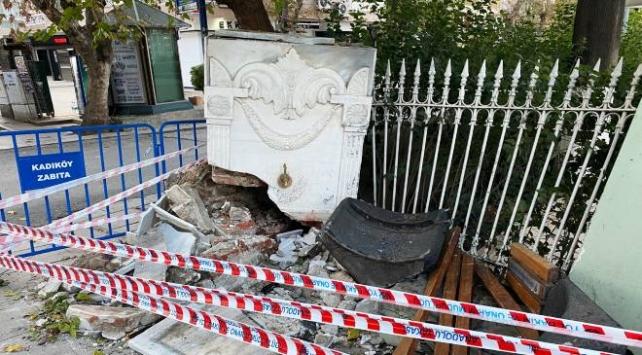 İstanbuldaki tarihi çeşme kazada zarar gördü