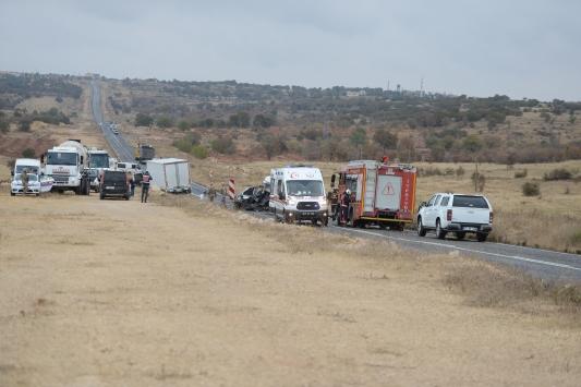 Mardinde hafif ticari araç ve kamyon çarpıştı: 1 ölü, 2 yaralı