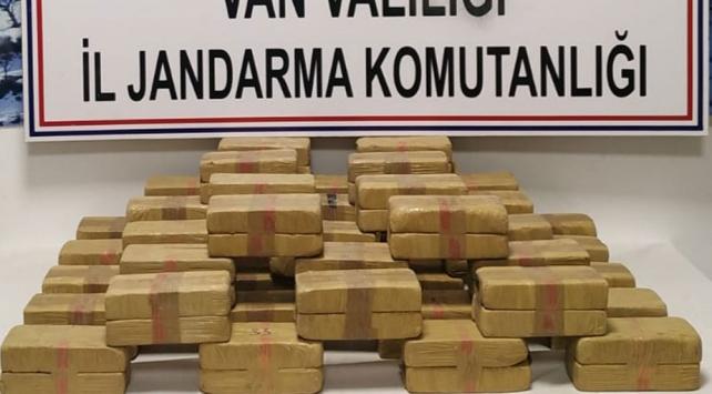 Vanda bir eve uyuşturucu baskını: 45 kilo eroin ele geçirildi