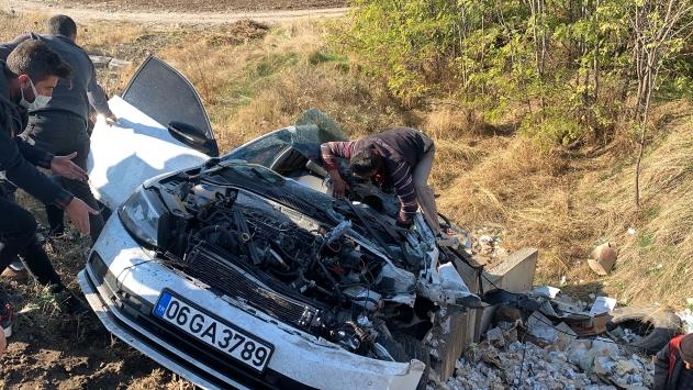 Adıyamanda iki otomobil çarpıştı: 1 ölü, 4 yaralı