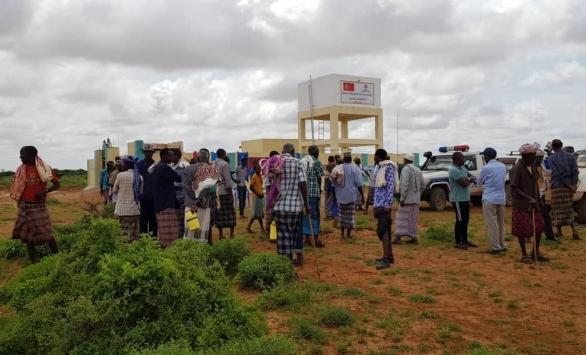 TDV, Somalide susuzluk yüzünden kabilelerin savaştığı bölgede kuyu açtı