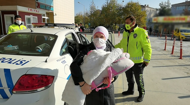 Sena bebeği hastaneye polisler yetiştirdi