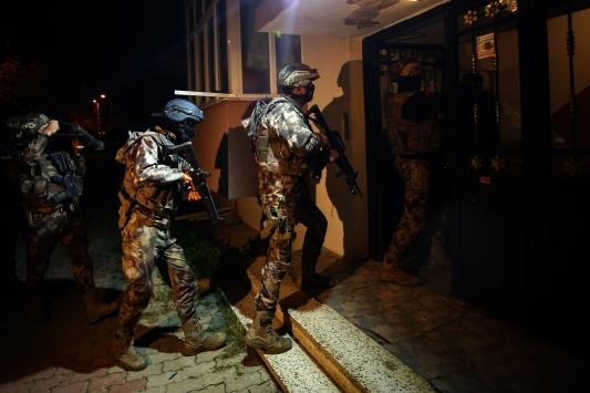 İstanbulda uyuşturucu satıcılarına eş zamanlı operasyon