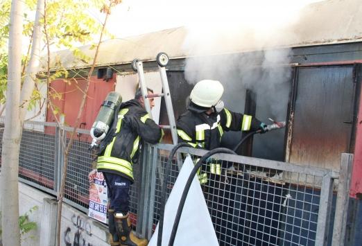 Manisada kullanılmayan vagonda çıkan yangın söndürüldü