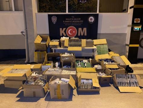 Malatyada 15 bin 486 kaçak cep telefonu aksesuarı ele geçirildi