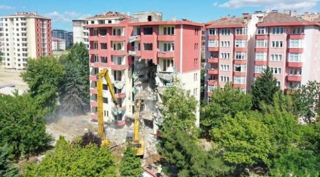 Büyükçekmecede riskli 13 bina daha yıkılıyor