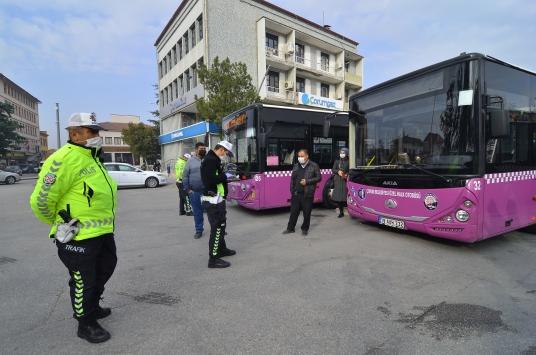 Çorumda halk otobüslerinde sosyal mesafe denetimini sivil polis yapıyor