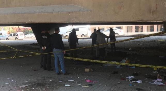 İzmirde yanmış erkek cesedi bulundu