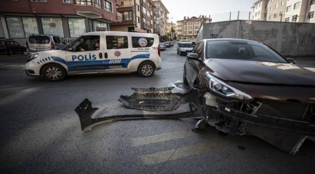 Başkentte ekip aracıyla otomobil çarpıştı: 3 yaralı