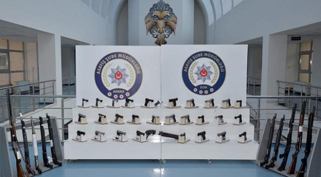 Adanada bir haftada ruhsatsız 66 silah ele geçirildi