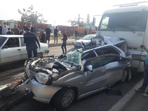 Şanlıurfadaki kazada araçta sıkışan iki kişiyi itfaiye ekipleri kurtardı