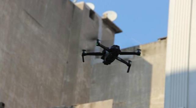 Manisada maskesiz sokağa çıkanlara drone ile denetim
