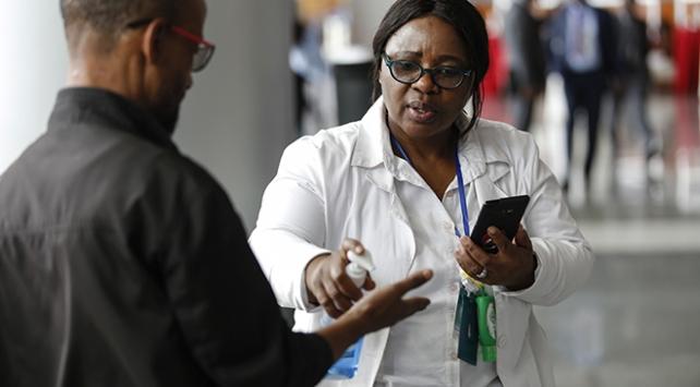 Güney Afrikada 35 binden fazla sağlık çalışanı koronavirüse yakalandı