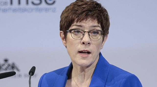 Almanya Savunma Bakanı: ABD ve NATO olmadan AB kendini savunamaz