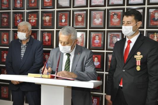 Afyonkarahisar Belediye Başkanı Zeybekten şehit ve gaziler derneğine ziyaret