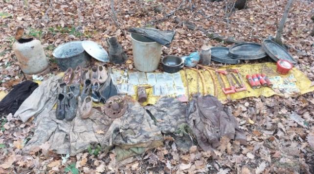 Muşta teröristlerin kullandığı yaşam malzemeleri ele geçirildi