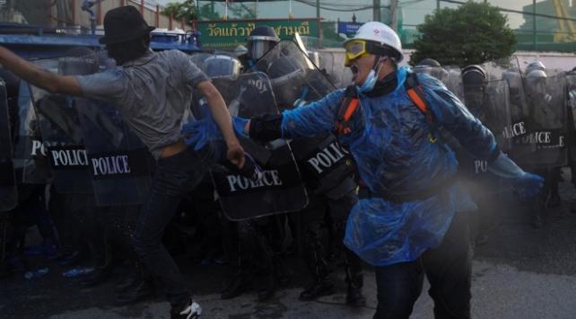 Taylandda göstericilerle polis çatıştı: 41 yaralı