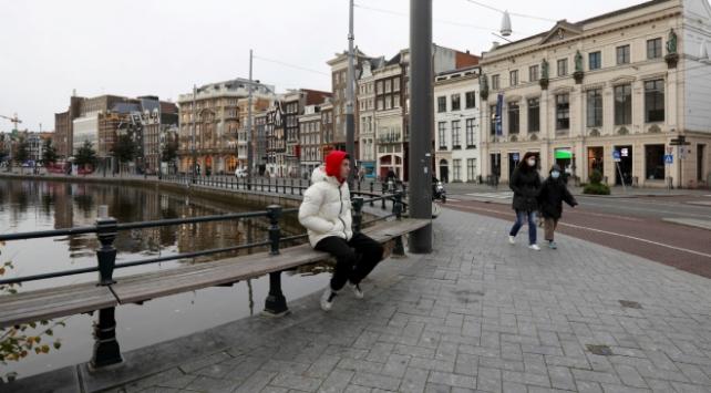 Hollandada koronavirüs önlemleri esnetildi