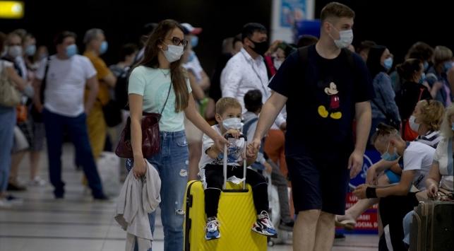 Antalya sonbaharda da turistleri ağırlamaya devam ediyor