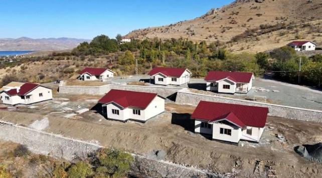 Elazığın köylerindeki depremzedeler yeni evlerine kavuşuyor