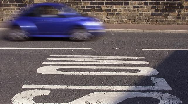 İngilterede şaşırtan hız cezası: Saatte 1377 kilometre