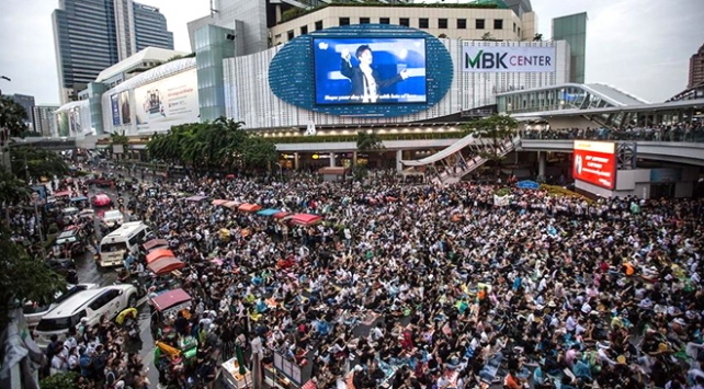 Taylandda anayasal reform tasarıları mecliste onaylandı