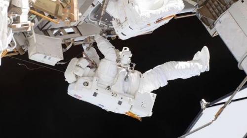 Rus kozmonotlar, uzay yürüyüşüne çıktı