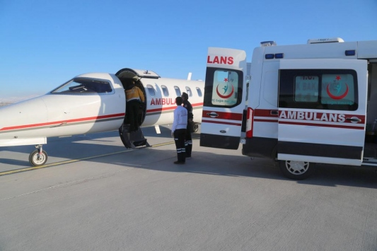 Ambulans uçak Suriyeli 2 bebek için havalandı