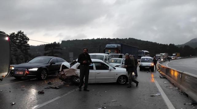Antalyada zincirleme kaza: 18 araç birbirine girdi