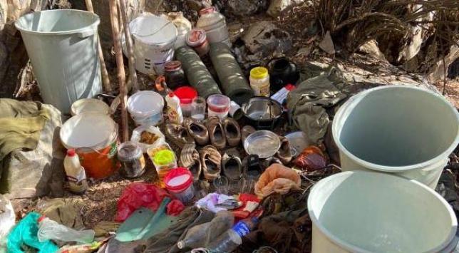 Bitliste teröristlere ait yaşam malzemeleri ele geçirildi