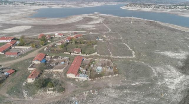 Baraj sularının çekilmesiyle Eskişehirde eski yerleşim ortaya çıktı