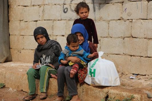 İHH tarafından Afrindeki yetimlere gıda kolisi dağıtıldı