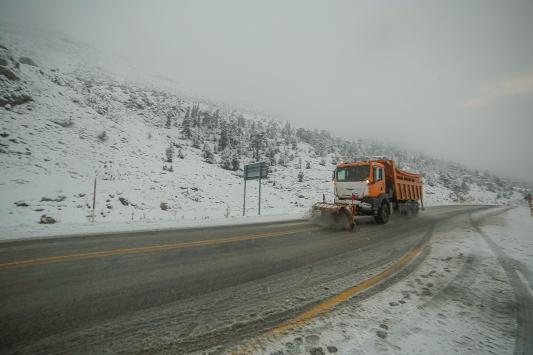 Antalyanın Akseki ilçesi karla beyaza büründü