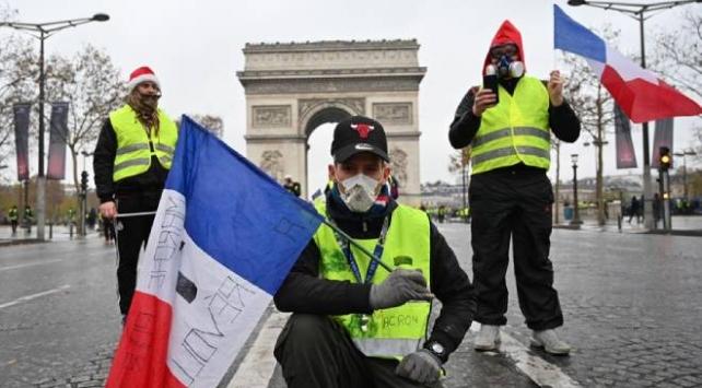 Fransada sarı yeleklilerin gösterileri ikinci yılına girdi