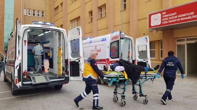 Erzincanda hafif ticari araç ile otomobil çarpıştı: 5 yaralı