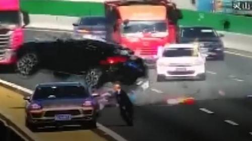 Yola kriko koyan şoför zincirleme kazaya neden oldu