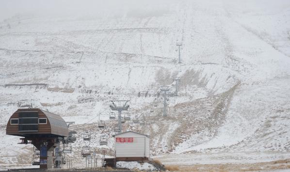 Kahramanmaraş Yedikuyular Kayak Merkezine mevsimin ilk karı yağdı