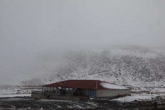 Bingöl ve Elazığda mevsimin ilk karı yağdı