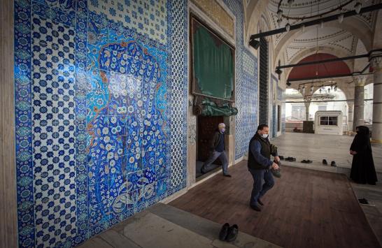 Rüstem Paşa Camii cuma namazıyla ibadete açıldı