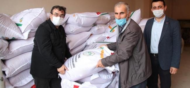 Çanakkalede afetlerde zarar gören üreticiye tohum dağıtılmaya başlandı