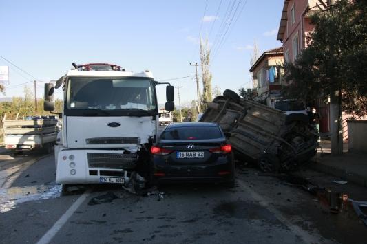 Bursada tırla çarpışan hafif ticari aracın sürücüsü hayatını kaybetti